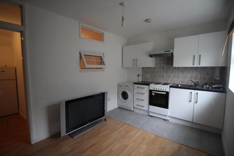 Studio to rent - White Hart Lane, Tottenham