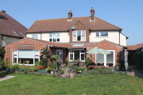 3 bedroom detached house for sale - Links Road, Sheringham NR26