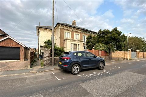 2 bedroom apartment for sale - St Leonards Road, Deal, CT14