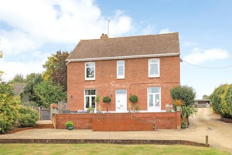 4 bedroom property with land for sale - East Gomeldon Road, Gomeldon, Salisbury, Wiltshire, SP4