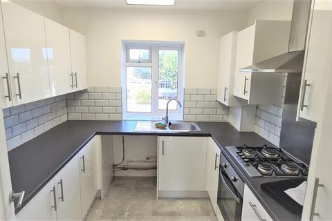 3 bedroom flat to rent - Lydden Court, Restons Crescent, London, SE9