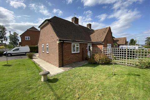 2 bedroom bungalow for sale - Sapley Lane, Overton