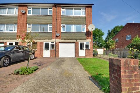 3 bedroom townhouse to rent - Crosier Road, Ickenham, Middlesex UB10 8RR