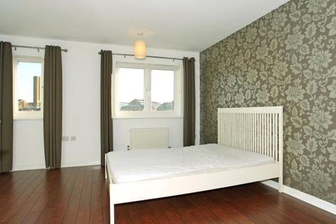 3 bedroom house to rent - Calypso Crescent, London, SE15