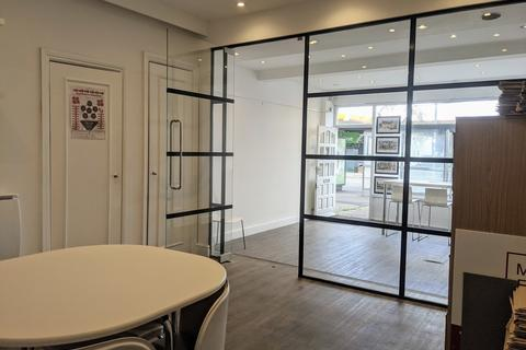 Link detached house to rent - Worplesdon Road, Guildford