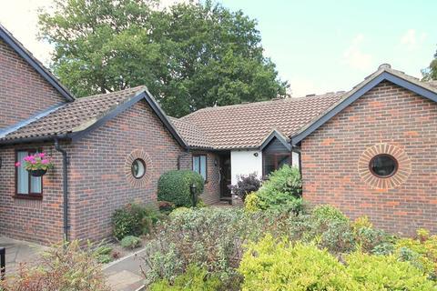 2 bedroom retirement property for sale - St. Nicholas Court, Lindfield, West Sussex