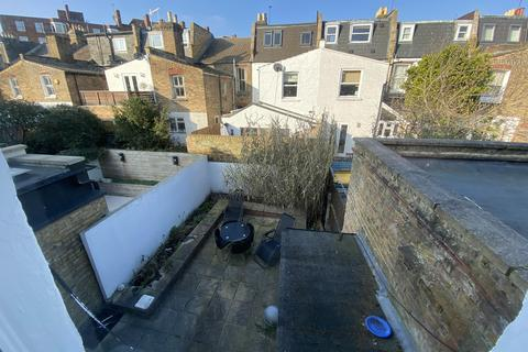 4 bedroom terraced house to rent - VESPAN ROAD, SHEPHERDS BUSH, LONDON W12