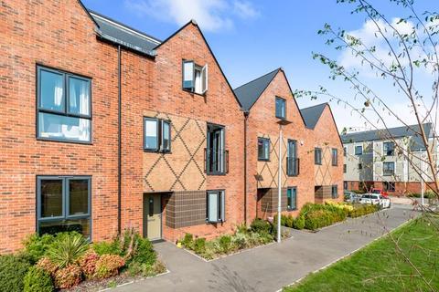 4 bedroom terraced house to rent - De Havilland Walk, Chatham