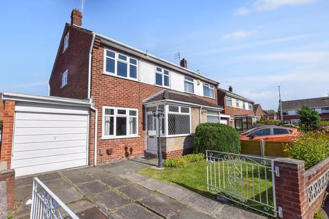 3 bedroom semi-detached house for sale - Lakeside Close, Widnes