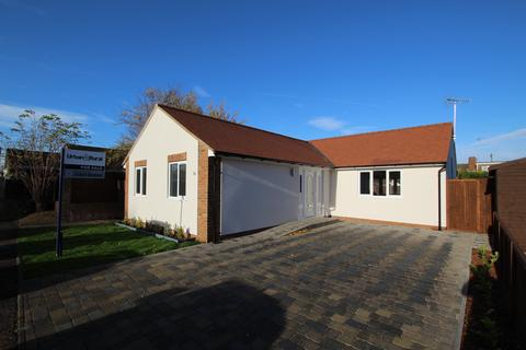 3 bedroom bungalow - Orchard Close,, Houghton Regis, LU5
