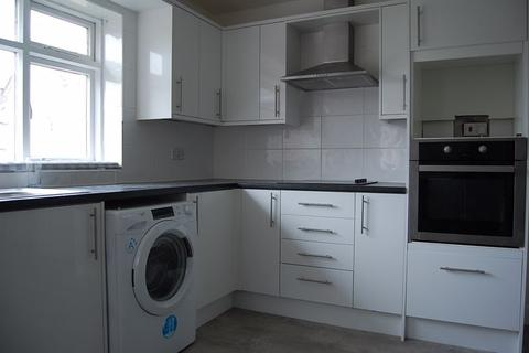 2 bedroom apartment to rent - Avondale Road North, Southport