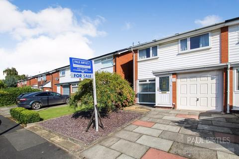 3 bedroom semi-detached house for sale - Rossett Drive, Davyhulme, Trafford, M41