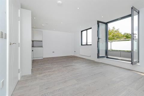 2 bedroom apartment to rent - Stirling Way, Borehamwood