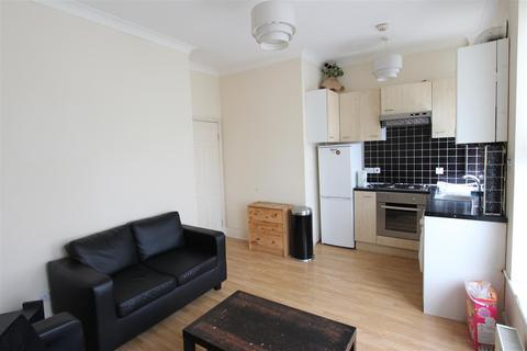 3 bedroom flat to rent - Turnpike Lane, Hornsey, N8