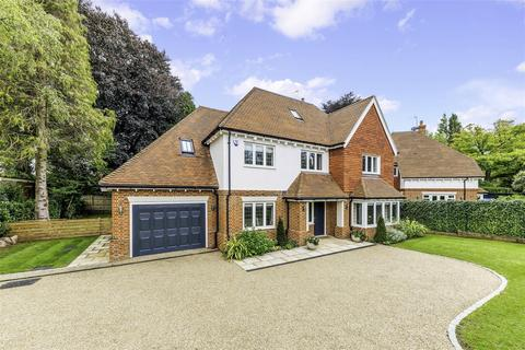 5 bedroom detached house for sale - Russell Close, Walton On The Hill, Tadworth