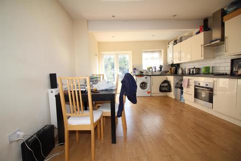 2 bedroom terraced house to rent - Totteridge Road, Enfield