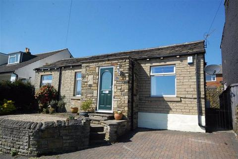 2 bedroom detached bungalow - South Cross Road, Cowcliffe, Huddersfield, HD2