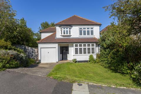 4 bedroom detached house for sale - Upper Pines, Banstead