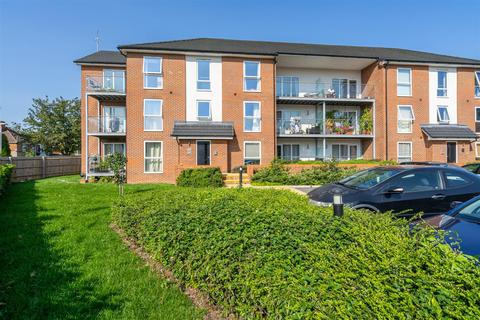 2 bedroom apartment for sale - Ruskin Court, High Wycombe