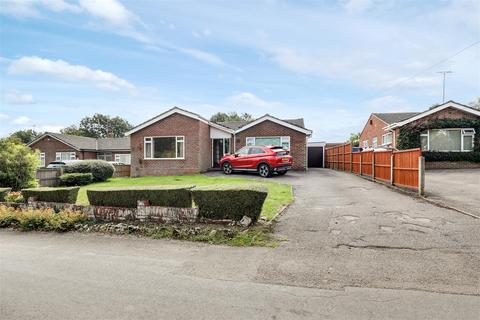 3 bedroom detached bungalow for sale - The Street, Frinsted