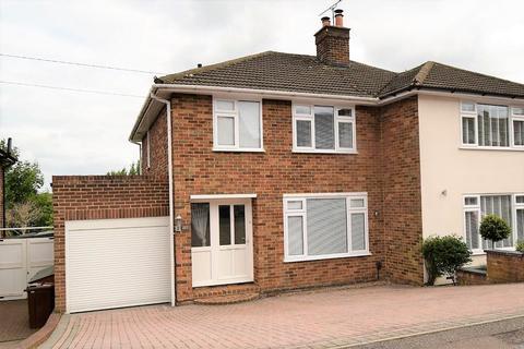 3 bedroom semi-detached house for sale - Lonsdale Drive, Gillingham