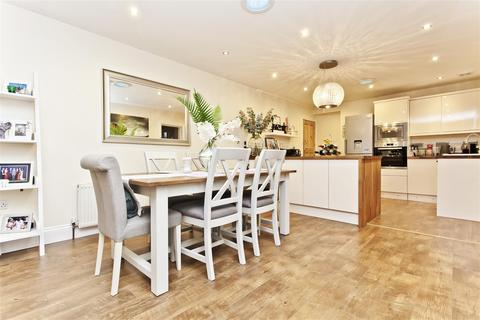 3 bedroom apartment for sale - Castlemain Avenue, Bournemouth