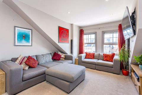 2 bedroom flat for sale - Shelgate Road, Clapham, London, SW11