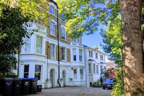 2 bedroom flat to rent - 30 Cintra Park, London, SE19