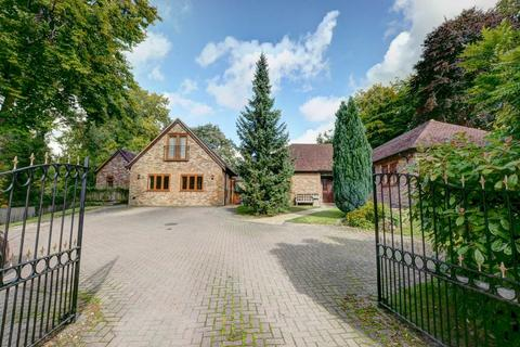 6 bedroom detached house for sale - Risborough Road, Great Kimble