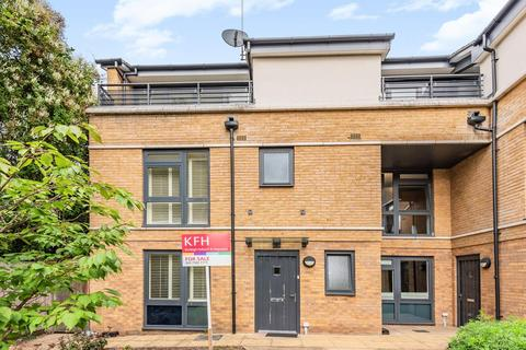 3 bedroom terraced house for sale - George Mathers Road, Kennington