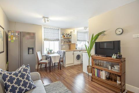 2 bedroom flat for sale - Farm Avenue, Streatham