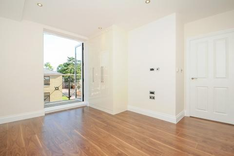 2 bedroom flat to rent - Huguenot Drive Palmers Green N13