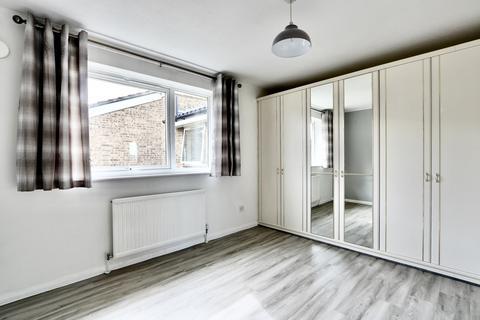 1 bedroom apartment to rent - Aylsham Drive, Ickenham, UB10