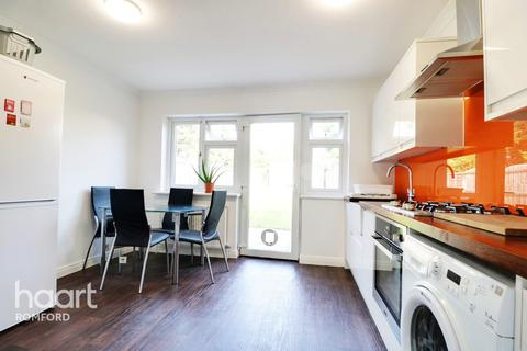 2 bedroom semi-detached house for sale - Albert Road, Romford