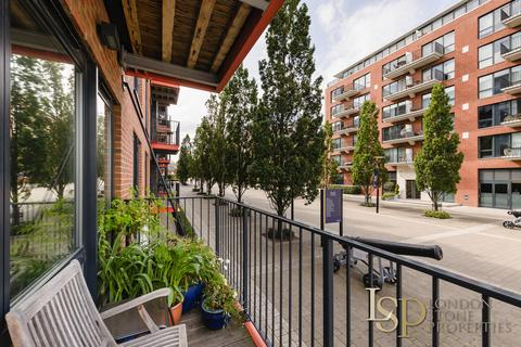 3 bedroom apartment for sale - Warehouse Court, Number One Street, Royal Arsenal Riverside, London SE18