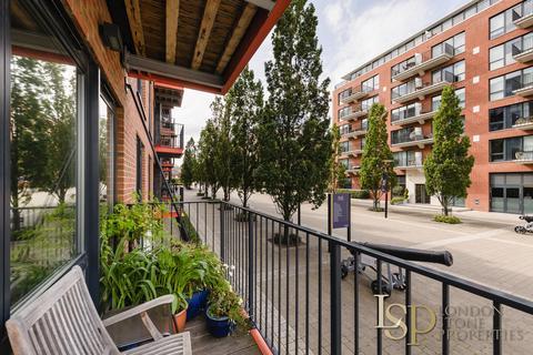 3 bedroom apartment for sale - Warehouse Court, Number One Street, Royal Arsenal Riverside, London SE18