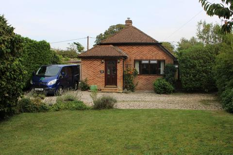 2 bedroom detached bungalow for sale - Worlds End Beedon
