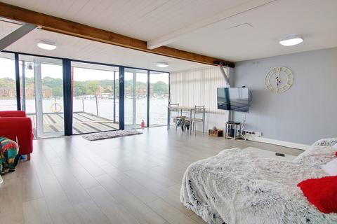 2 bedroom detached house for sale - HOUSE BOAT! OPEN PLAN LIVING! WHAT A VIEW!