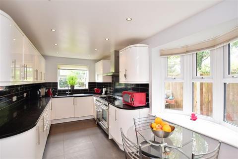 4 bedroom detached house - Cliffside Drive, Broadstairs, Kent