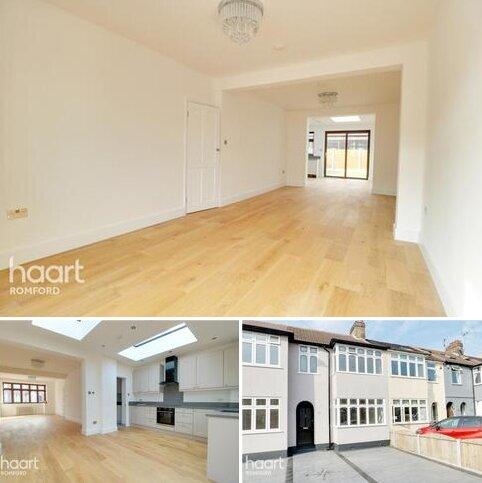 3 bedroom terraced house for sale - Bridport Avenue, Romford