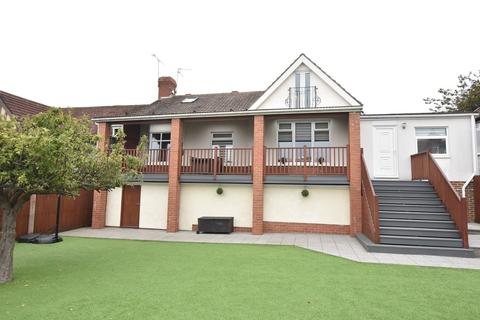 4 bedroom semi-detached house for sale - Rockville, Fulwell