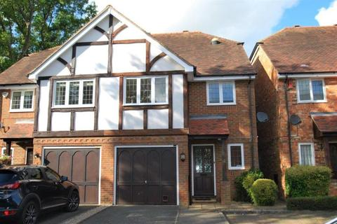 3 bedroom semi-detached house to rent - Somerford Place, Beaconsfield, HP9