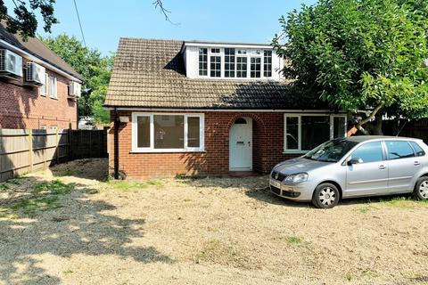 3 bedroom detached bungalow to rent - Reading Road, Winnersh