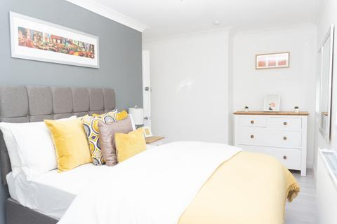 Terraced house to rent - Redgrove Road, Cheltenham GL51 0AU