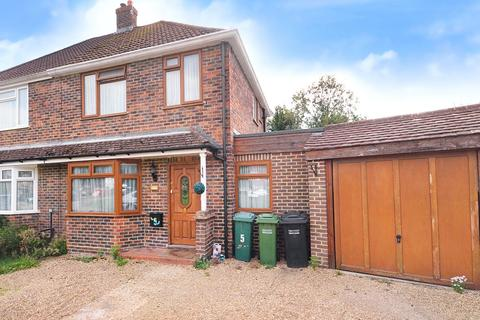 4 bedroom semi-detached house for sale - Horley, Surrey, RH6