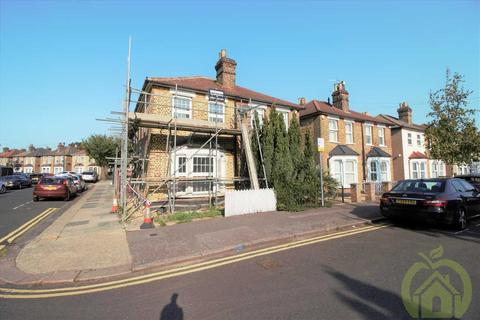 2 bedroom semi-detached house to rent - Cotleigh Road, ROMFORD