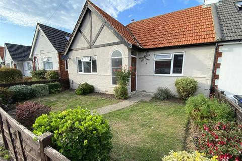 3 bedroom bungalow for sale - Seventh Avenue, North Lancing, West Sussex, BN15