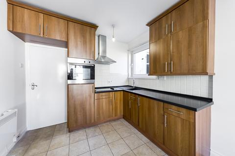 Studio to rent - North Road East, North Hill