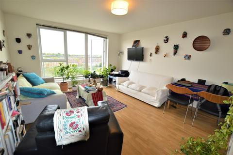 3 bedroom apartment for sale - Canalside Gardens, Southall