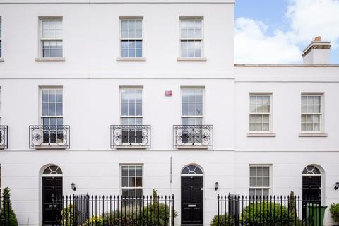 3 bedroom townhouse for sale - Gloucester Place, Cheltenham, GL52